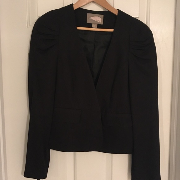 Forever 21 Jackets & Blazers - Forever 21 Cropped blazer with pouf shoulders